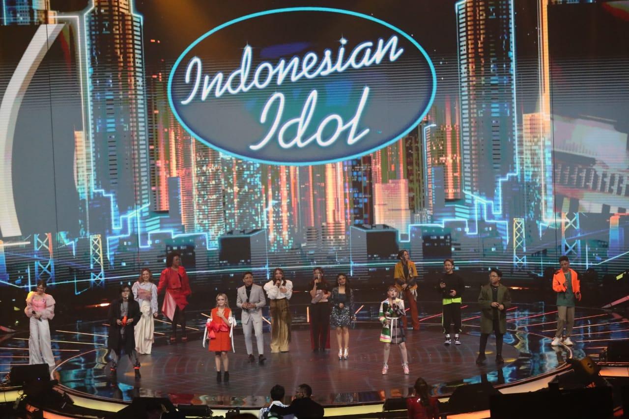 https: img.okezone.com content 2021 04 27 598 2401317 17-tahun-gelar-indonesian-idol-hary-tanoesoedibjo-membangun-masyarakat-ekonomi-kreatif-fcvKkZP35i.jpg