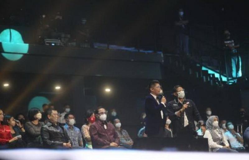 https: img.okezone.com content 2021 04 27 598 2401373 indonesian-idol-tak-hanya-sukses-lahirkan-talenta-musik-tapi-juga-menumbuhkan-industri-kreatif-indonesia-XTbMZcp6iS.jpg