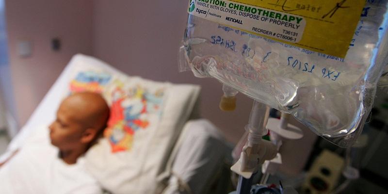 https: img.okezone.com content 2021 04 27 612 2401727 ampuh-lawan-kanker-ternyata-ini-efek-samping-berbahaya-kemoterapi-tBQ1jqvo4u.jpg