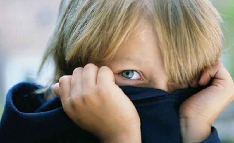 https: img.okezone.com content 2021 04 27 612 2401738 anak-bunda-susah-gaul-ini-tips-cegah-anak-jadi-anti-sosial-5M05tmLadw.jpg