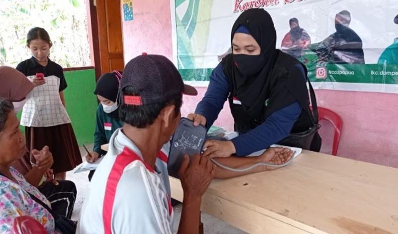 https: img.okezone.com content 2021 04 27 614 2401219 menjadi-relawan-di-bulan-ramadhan-bikin-lelah-WSKHWUZZ2f.jpg
