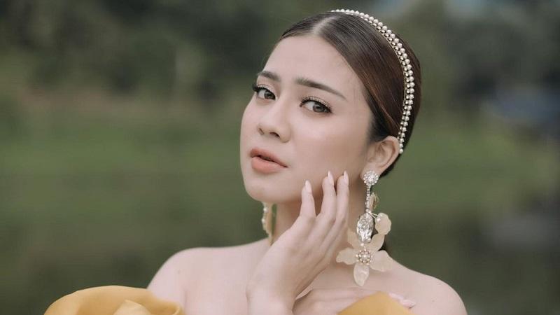 https: img.okezone.com content 2021 04 28 194 2402084 4-potret-cantik-felicya-angelista-istri-caesar-hito-lagi-hamil-muda-C5z8dhExQb.jpg