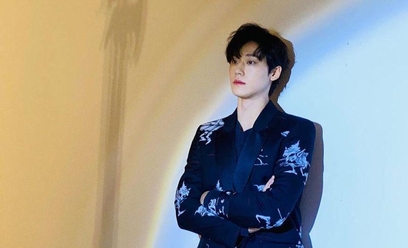 https: img.okezone.com content 2021 04 28 194 2402425 5-potret-ganteng-lee-do-hyun-bintang-drama-youth-of-may-1tOBMYxx8Z.jpg