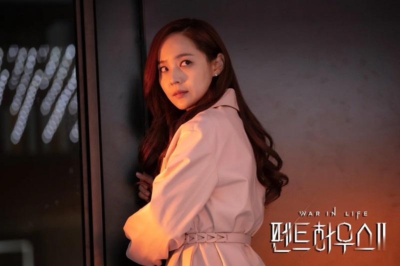 https: img.okezone.com content 2021 04 28 206 2402096 episode-3-the-penthouse-2-oh-yoon-hee-sebar-teror-cheon-seo-jin-panik-NAcXWgCtfk.jpg