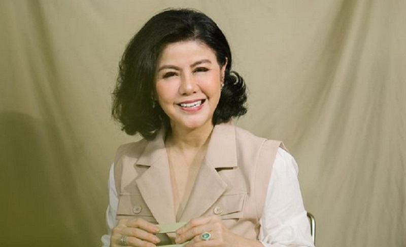 https: img.okezone.com content 2021 04 28 298 2402004 pesona-desiree-tarigan-masak-di-dapur-netizen-mami-kok-selalu-cantik-NFiKoyGjV1.jpg