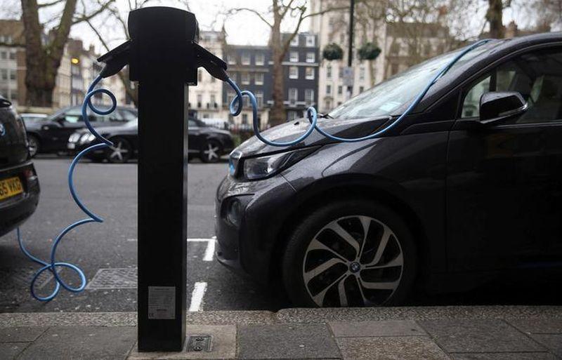 https: img.okezone.com content 2021 04 28 320 2401940 adopsi-baterai-kendaraan-listrik-beri-manfaat-rp9-603-triliun-ini-hitung-hitungannya-adchzWrsry.jpg
