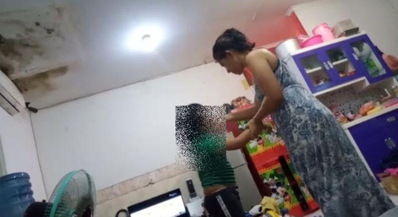https: img.okezone.com content 2021 04 28 338 2402404 viral-video-anak-5-tahun-di-bogor-disiksa-ibu-kandung-nv9ryFJ6iM.jpg
