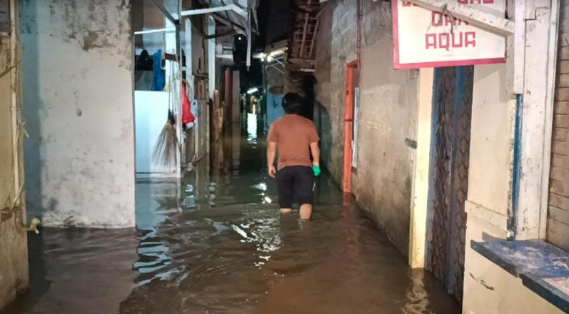 https: img.okezone.com content 2021 04 28 338 2402458 jakarta-hujan-deras-cipinang-melayu-terendam-banjir-BfHxr31exM.jpg
