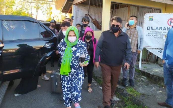 https: img.okezone.com content 2021 04 28 340 2402159 mantan-bupati-minahasa-utara-ditangkap-terkait-kasus-korupsi-Atza81BCCw.JPG