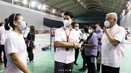 https: img.okezone.com content 2021 04 28 40 2401871 koi-tinjau-persiapan-pebulutangkis-indonesia-jelang-tampil-di-olimpiade-tokyo-ffnID3t5s5.jpg