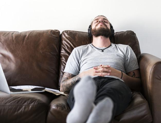 https: img.okezone.com content 2021 04 28 481 2402229 selain-menambah-energi-istirahat-cukup-juga-tingkatkan-kreativitas-EA64GpkeQ9.jpg