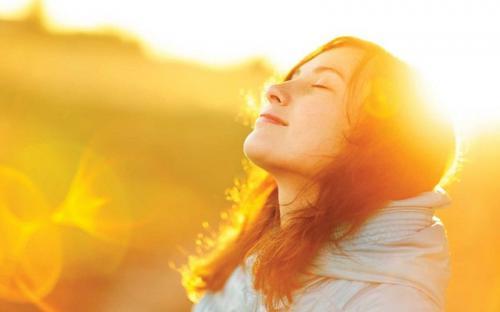 https: img.okezone.com content 2021 04 28 481 2402294 4-bahan-rumahan-ini-ampuh-obati-kulit-dan-rambut-rusak-akibat-sinar-matahari-VmPg1J9AW9.jpg