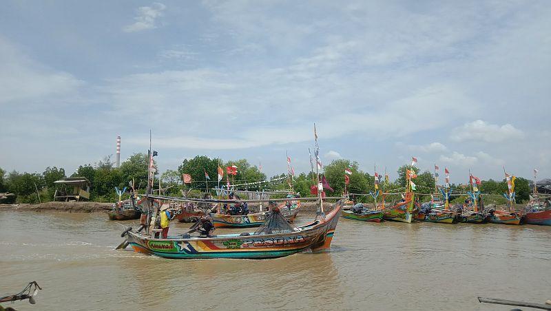https: img.okezone.com content 2021 04 28 525 2402303 cerita-nelayan-mudik-lewat-laut-lantaran-hindari-penyekatan-di-jalur-darat-x4B697YFNy.jpg