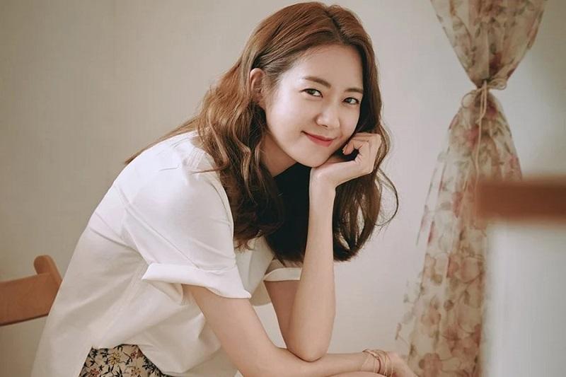 https: img.okezone.com content 2021 04 29 206 2402569 lee-yo-won-digaet-bintangi-drama-green-mothers-club-SaADOEsSo6.jpg