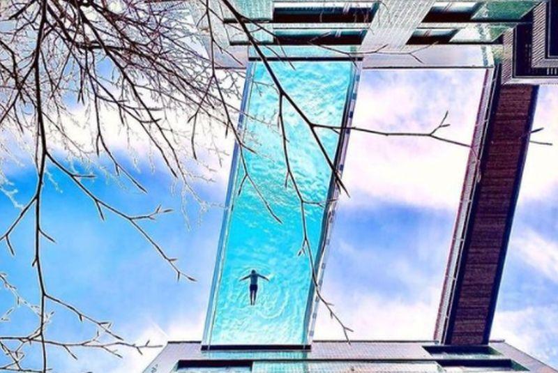 https: img.okezone.com content 2021 04 29 408 2403064 inilah-sky-pool-pertama-di-dunia-letaknya-menggantung-di-antara-2-gedung-wXoHUCXQhg.jpg