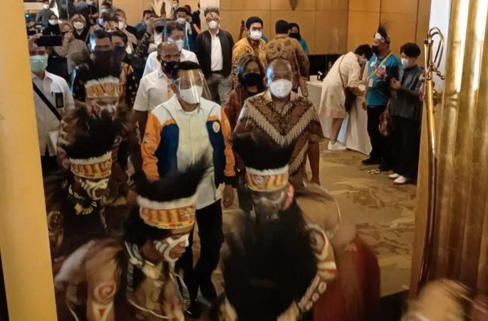 https: img.okezone.com content 2021 04 29 43 2403071 hadiri-gathering-sponsor-pon-xx-papua-2021-ksp-moeldoko-ungkap-optimisme-sLCtTwoycG.jpg