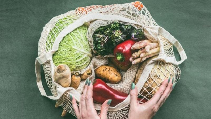 https: img.okezone.com content 2021 04 29 481 2402805 makin-populer-ini-6-manfaat-konsumsi-makanan-organik-bagi-kesehatan-Le9YbVGBDr.jpg
