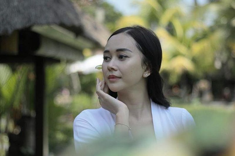 https: img.okezone.com content 2021 04 30 194 2403694 potret-cantik-aura-kasih-mekipun-sudah-jadi-janda-1-anak-L8uvBDPbUl.jpg