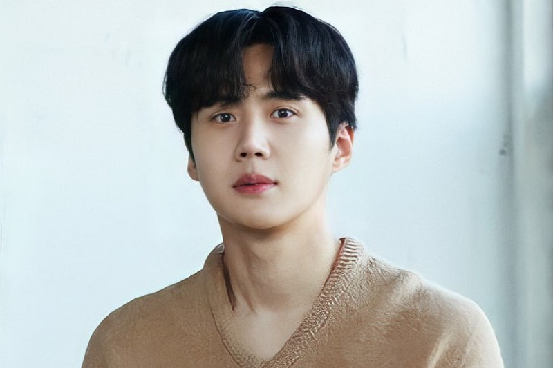 https: img.okezone.com content 2021 04 30 205 2403559 gandeng-epitone-project-kim-seon-ho-rilis-lagu-because-it-s-you-pfUM4Bpjgk.jpg