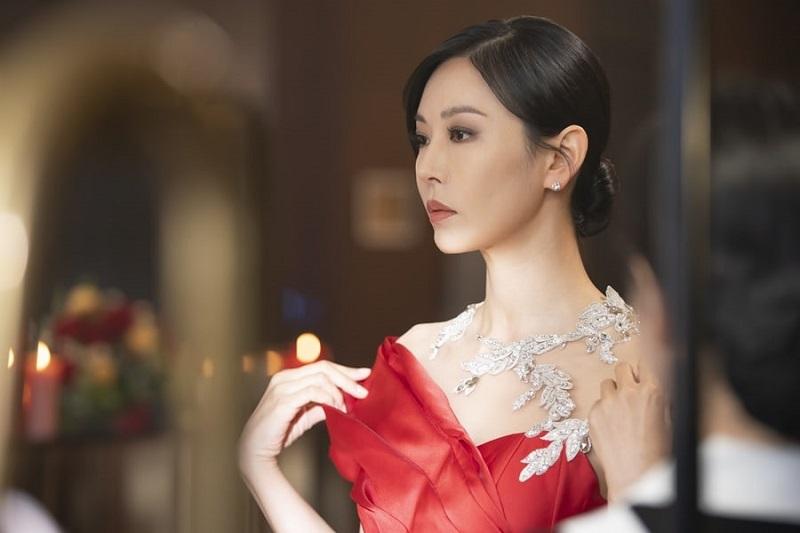 https: img.okezone.com content 2021 04 30 206 2403479 episode-4-the-penthouse-2-ha-yoon-cheol-kembali-hantui-hidup-cheon-seo-jin-jQfF9jcfMj.jpg