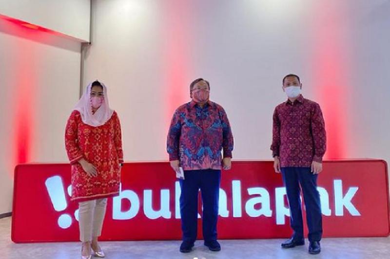 https: img.okezone.com content 2021 04 30 320 2403760 bambang-brodjonegoro-jadi-komut-bukalapak-yenny-wahid-komisaris-MlQISp4GRR.png