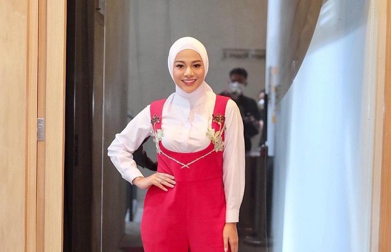 https: img.okezone.com content 2021 04 30 33 2403686 ramadan-pertama-tanpa-aurel-anang-hermansyah-aku-kangen-dia-ngomel-olgG26eZuq.jpg