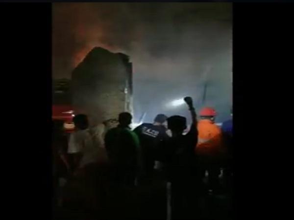https: img.okezone.com content 2021 04 30 340 2403184 akibat-stress-pemuda-di-medan-bakar-rumahnya-sendiri-PH2pZmwyVU.jpg