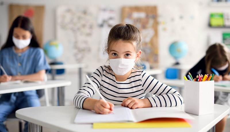 https: img.okezone.com content 2021 04 30 481 2403373 imunisasi-nasional-2020-menurun-juli-sekolah-tatap-muka-jadi-berbahaya-yikGsADYed.jpg