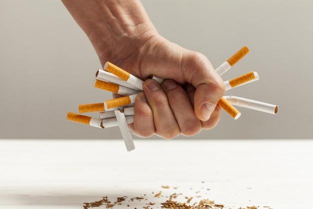 https: img.okezone.com content 2021 04 30 481 2403512 berhenti-merokok-tubuh-akan-merasakan-5-dampak-positif-ini-9E9v6UdpXg.jpg