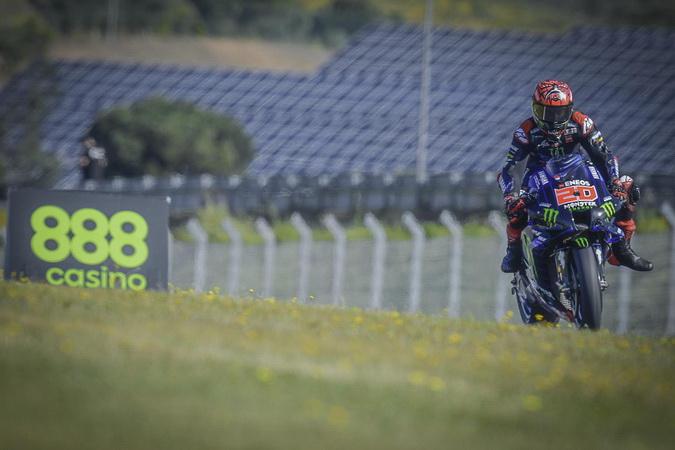 https: img.okezone.com content 2021 05 01 38 2404049 hasil-kualifikasi-motogp-spanyol-2021-quartararo-pole-position-marquez-dan-rossi-merana-dM2IyfGoiO.jpg
