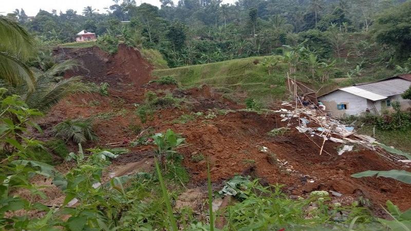 https: img.okezone.com content 2021 05 02 337 2404186 tanah-longsor-di-sukabumi-bnpb-satu-balita-meninggal-dunia-yuo3hCU6QF.jpg