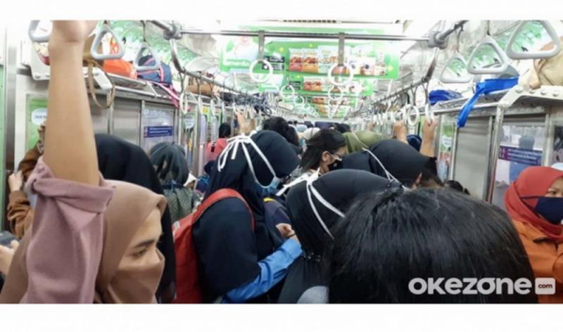 https: img.okezone.com content 2021 05 02 338 2404291 curhat-pengguna-krl-commuter-line-berdesakan-di-tengah-pandemi-covid-19-TfXS8c4cDs.jpg