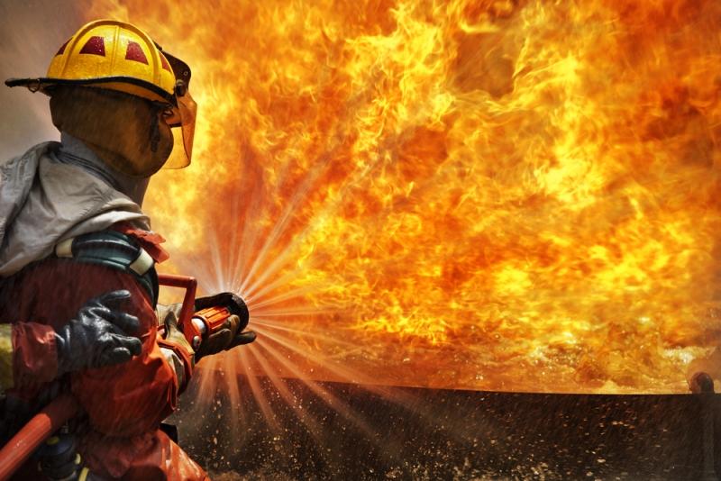 https: img.okezone.com content 2021 05 03 18 2404663 truk-tangki-terbakar-tewaskan-setidaknya-7-orang-sebabkan-pemadaman-listrik-l6MmbEIQLE.jpg