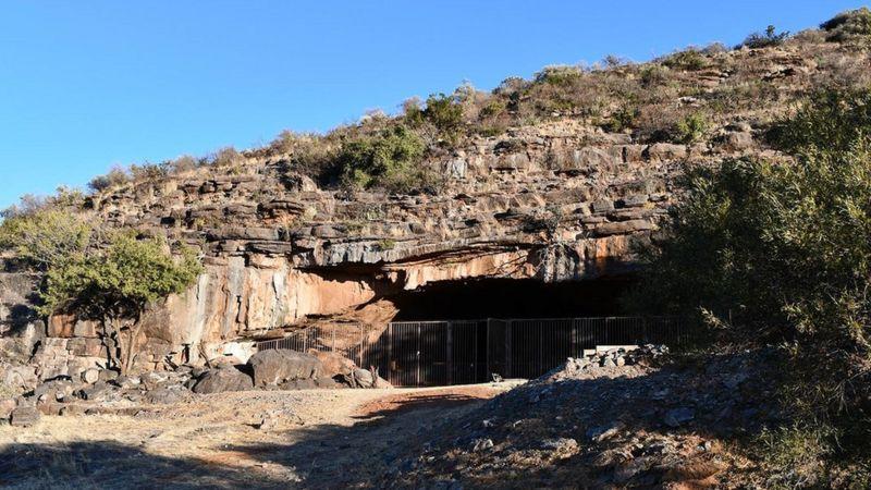https: img.okezone.com content 2021 05 03 18 2404735 rumah-hunian-tertua-di-dunia-ditemukan-di-gurun-kalahari-usianya-2-juta-tahun-aENTWJ9B1B.jpg