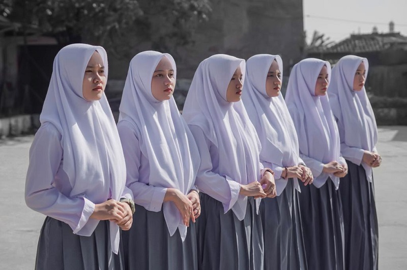 https: img.okezone.com content 2021 05 03 205 2405094 ramadan-putih-abu-abu-ajak-pendengar-musik-intropeksi-diri-U5NeAeIDKw.jpeg