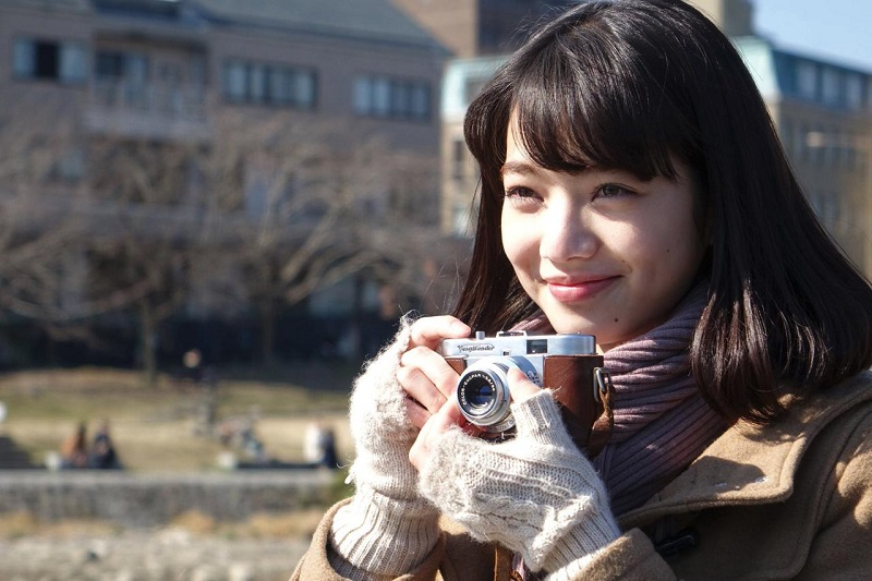 https: img.okezone.com content 2021 05 03 206 2404632 3-film-jepang-romantis-yang-dijamin-bikin-baper-EXRteUIW6I.jpg