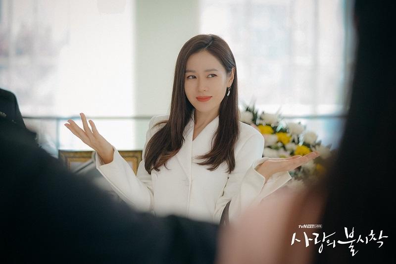 https: img.okezone.com content 2021 05 03 206 2404665 wajib-tonton-3-film-korea-romantis-yang-dibintangi-son-ye-jin-aE90wJyACO.jpg