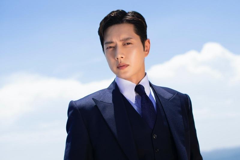 https: img.okezone.com content 2021 05 03 206 2404740 park-hae-jin-jadi-pesulap-dalam-drama-from-now-on-showtime-dHKw6SoHGc.jpg