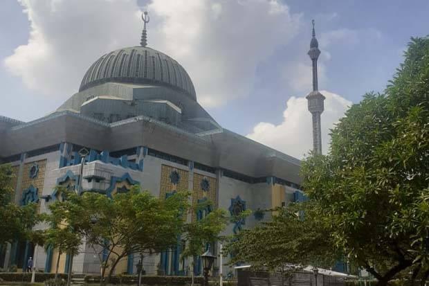 https: img.okezone.com content 2021 05 03 330 2404810 banyak-keuntungan-diraih-dari-jalan-kaki-menuju-masjid-apa-saja-ya-ILzoWKcCGJ.jpg