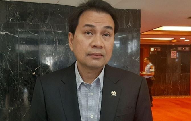 https: img.okezone.com content 2021 05 03 337 2404529 kasus-suap-tajungbalai-seret-azis-syamsuddin-begini-sikap-golkar-B91NPAkY8w.jpg