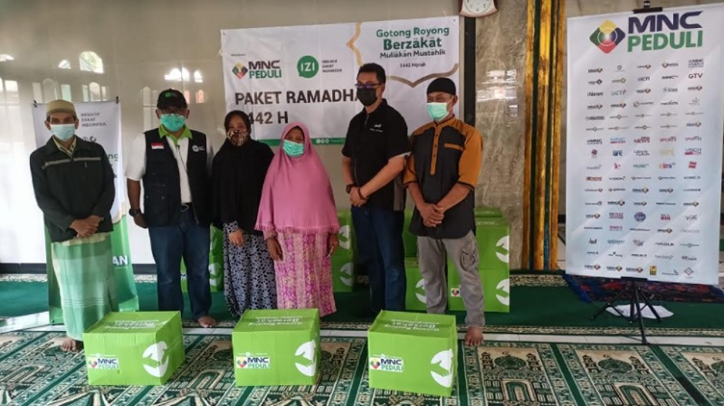 https: img.okezone.com content 2021 05 03 337 2404919 kolaborasi-mnc-peduli-dan-inisiatif-zakat-indonesia-salurkan-paket-ramadhan-di-desa-binaan-z77varBnRC.jpg