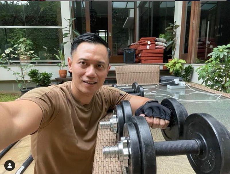 https: img.okezone.com content 2021 05 03 337 2405007 ahy-unggah-foto-ngabuburit-sambil-nge-gym-netizen-berseru-capres-2024-FeSOafotmL.jpg