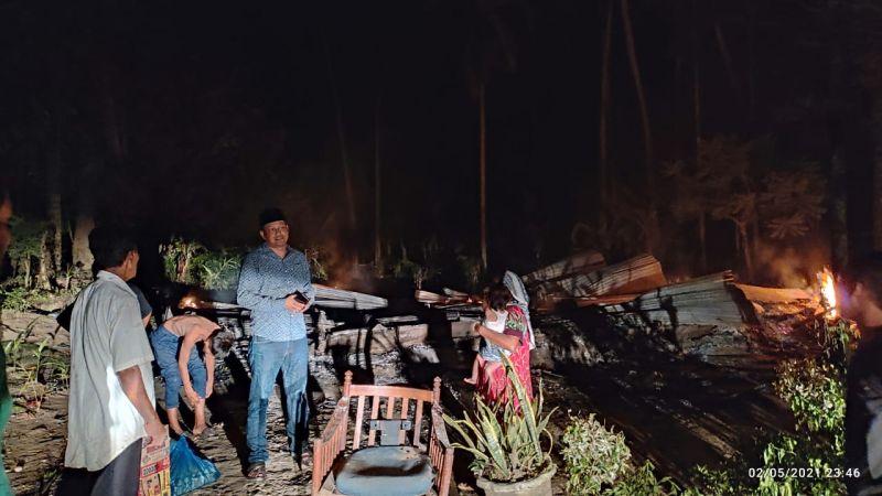 https: img.okezone.com content 2021 05 03 340 2404540 rumah-janda-dengan-5-anak-ludes-terbakar-hanya-baju-di-badan-yang-terselamatkan-i1ySzaRMiF.jpg