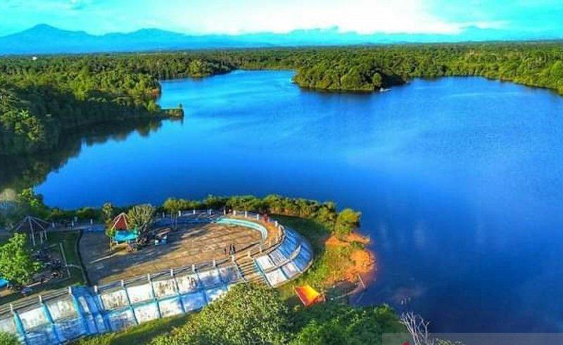 https: img.okezone.com content 2021 05 03 406 2404496 berwisata-ke-danau-nibung-usai-lebaran-kena-bayar-IxQekxucnM.jpeg