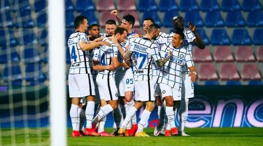 https: img.okezone.com content 2021 05 03 47 2404471 reaksi-presiden-inter-milan-usai-timnya-juarai-liga-italia-2020-2021-oANhuKcLcE.jpg