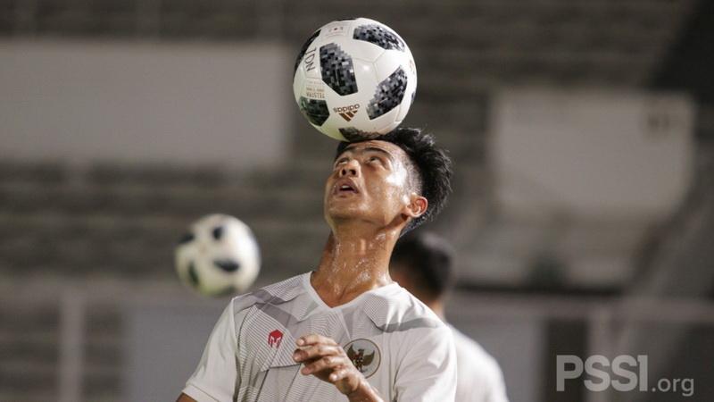 https: img.okezone.com content 2021 05 03 51 2404884 jalani-tc-perdana-bersama-timnas-indonesia-senior-ini-kesan-pemain-muda-terbaik-piala-menpora-2021-vIL4qW6hes.jpg