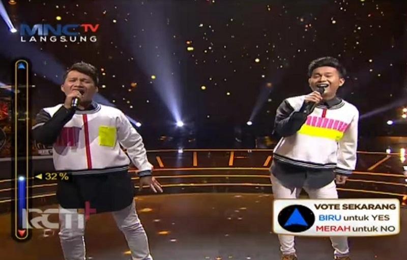 https: img.okezone.com content 2021 05 03 598 2405069 duo-bedakek-gagal-taklukkan-live-audition-rising-star-indonesia-dangdut-7hxvB1RxA3.jpg