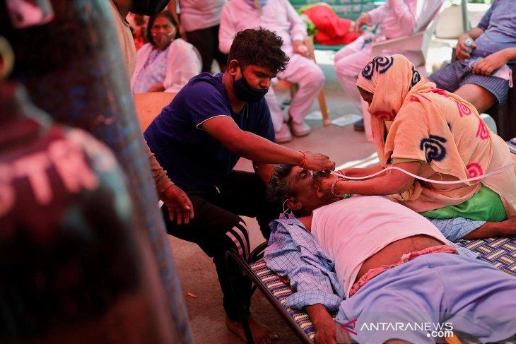 https: img.okezone.com content 2021 05 04 18 2405132 kasus-covid-19-merebak-ini-foto-foto-warga-india-antre-mendapatkan-oksigen-gratis-O0sli2cTad.jpg