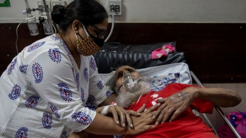 https: img.okezone.com content 2021 05 04 18 2405148 pasien-covid-19-membludak-pemerintah-india-minta-tentara-bangun-fasilitas-perawatan-intensif-jutNZ7tbJw.jpg