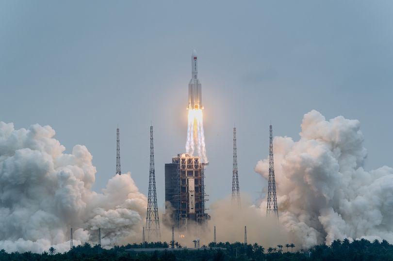 https: img.okezone.com content 2021 05 04 18 2405279 roket-20-ton-milik-china-ancam-hantam-as-Wmud2MISQ1.jpg